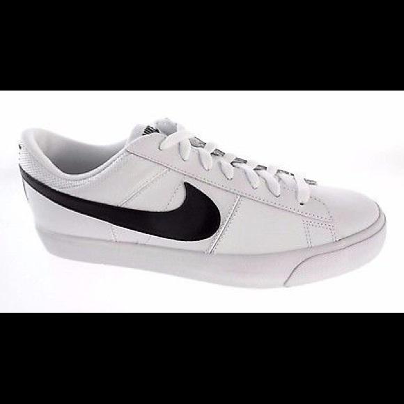 33acbbc7204d Nike match Supreme Leather Sneakers. M 5a7e86bba6e3eab9d73100a2
